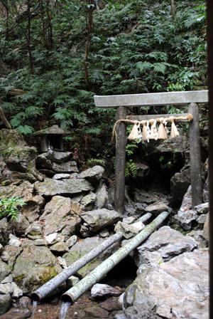 天の岩戸 水穴