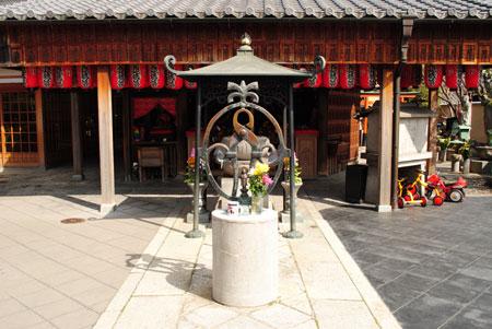 くぎぬき地蔵 石像寺