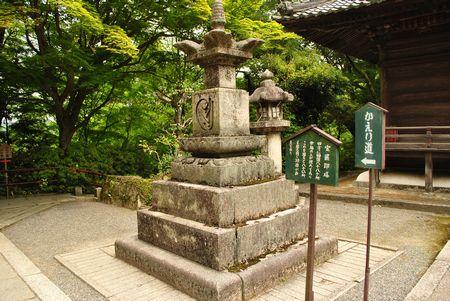 石山寺 宝篋印塔