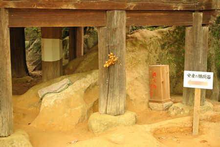 石山寺 腰掛石