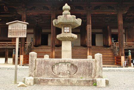三井寺 堂前燈籠