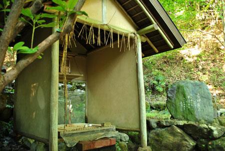 岩間寺 雷神爪掘の湧泉