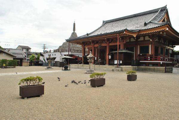 壬生寺 本堂前