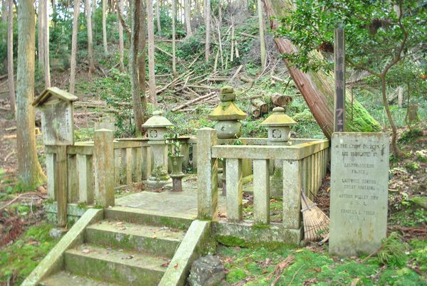 法明院 フェノロサの墓