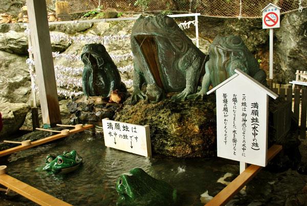 二見興玉神社 満願蛙