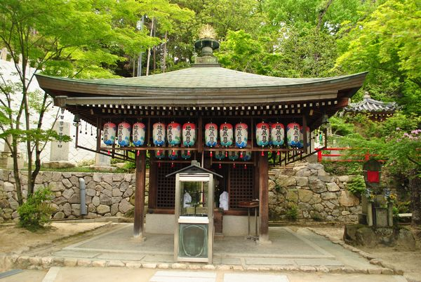 中山寺 子授け地蔵堂