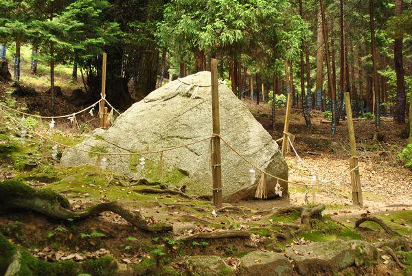 白鬚神社 岩座