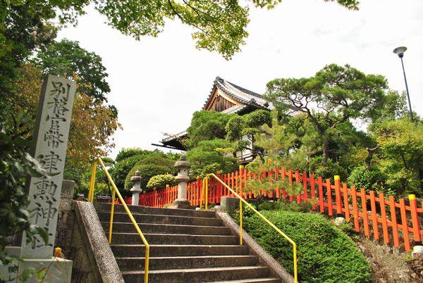 健勲神社 階段