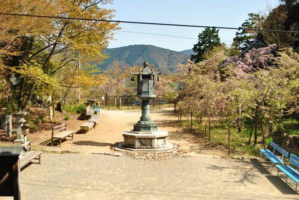 施福寺 広場