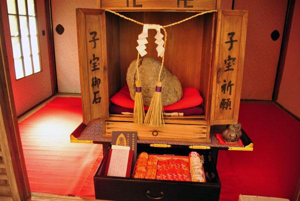 長寿寺 子宝祈願の石