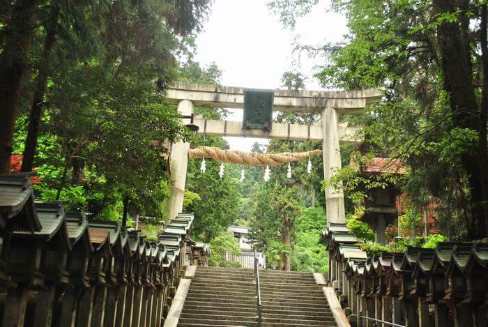 宝山寺 一の鳥居
