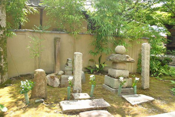 八坂の塔 木曽義仲の墓