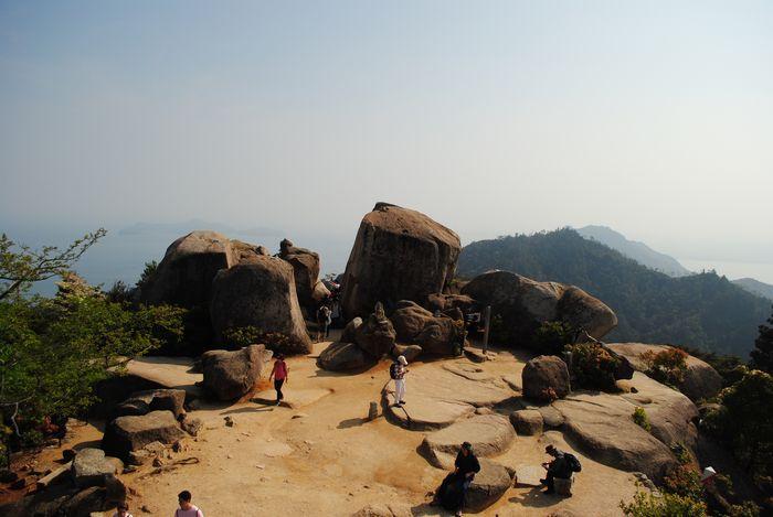 弥山 山頂の巨石